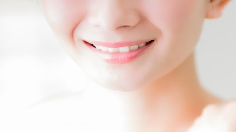 「被せ物」で前歯のデコボコ(出っ歯)を治す